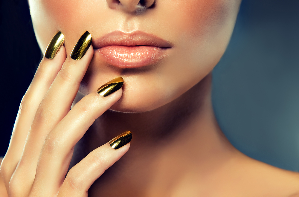 nail trends, gold metal